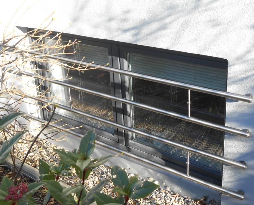 Sicherungsstangen vor Fenster